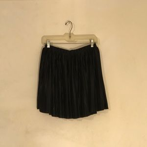 Mini pleated black Frenchi skirt